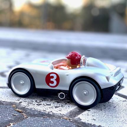 🚨Novelties 🚨Discover the new Sport Car, with its front and large wheels like the old racing cars 😍 from 3 years-old #instatoys #toystagram #jouetenfant #bagheracar #toyskids 📷@brightwonders 👏🏻❤️