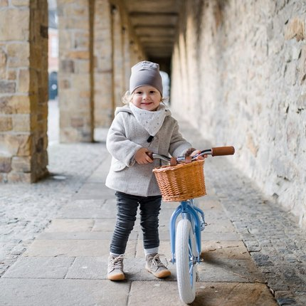📷Thanks @ritaloewen for this photo of your little pilot with the Blue balance bike 🚲 - we really love everything in this photo - especially the cute little smile on her face 😍😉#baghera #instatoys #toystagram #kidstoys #dreirad