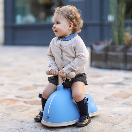 Noveltie🥳 the Twister Blue is available on our website! This ride-on will help your little baby developing his balance and motor skills. Very lightweight, it's easy to handle 😊 #toysbaby #bagheracar #babyshowergift #cadeaunaissance #cadeaubebe 📷@emilykornya ❤️