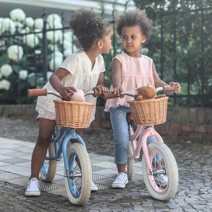 Discover our new collection of balance bikes 🥳😊 exist in Blue, Pink and Red - from 2 to 5 y.o ❤️ #vintagetoys #kidsgiftideas #cadeaunoel #cutetoyphotos #baghera 📷@emilykornya @juniormodels.de @naylani.and.nahely 👏🏻😊