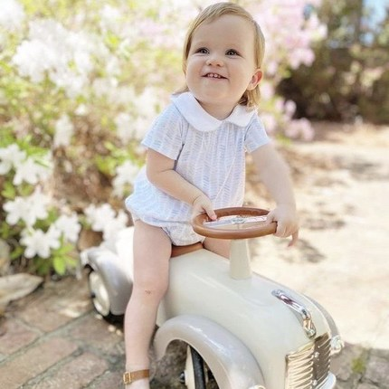 We really can't get enough of the little pilots smiles 🥰📷Thanks @carolinebarnette for this photo 👏🏻🙏🏼#instatoys #toystagram #bagheracar #birthdaybaby #cadeaunaissance