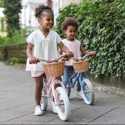 Discover our new collection of balance bikes 2 to 5 y.o ❤️🚴♂️ Blue, Pink or Red. 📷@emilykornya @naylani.and.nahely 😍👏🏻#baghera #instatoys #toystagram #jouetbebe