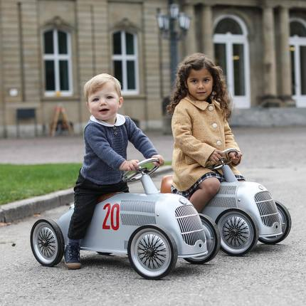 Discover our new collaboration with @mercedesbenz 😍🏎 Thanks @emilykornya for this fantastic photo 👏🏻, @britannical_london for this beautiful girl coat 👌🏼❤️and @maria.ftopper, Mila and Alex are sooo cute 🥰 #christmasgiftsideas #vintagetoys #🎁 #kidstoys #birthdaykids