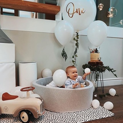 Happy First Birthday to this new little pilot 🎂🎁@stephanierobinsonjones -we love the photo and hope he already enjoys his new ride-on ! ❤️#instatoy #toystagram #baghera #babyshowergiftideas #firstbirthdayparty #vintagetoys