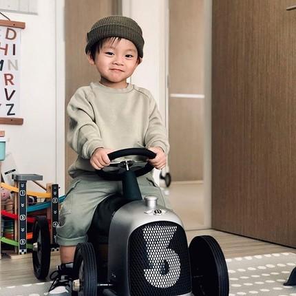 Thanks @easy_yicksze for this lovely photo of Herman and his Bentley ride-on ! We ❤️ the smile 😏😍 #baghera #christmasgiftideas #kidsgiftideas #vintagetoys #toystagram