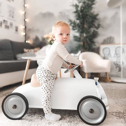 Looking for a kids birthday present ? Discover our collection of ride-ons for #kids from 2 to 4 years-old. Many Colors are available ! 😊 The ride-on can be used indoors and outdoors for even more adventures 🏎 @sonja88k thanks so much for this beautiful photo ❤️#bagheracar #instatoy #toystagram #kidsbirthdaygift #jouetbebe