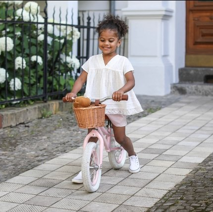Discover our New balance bikes collection  from 2 to 5 y.o 🚴‍♀️🚴‍♂️Available in 3 Colors, Blue for dreamers 💭, Red for little daredevil 🏎and Pink for the gentle 🍬📷@emilykornya #baghera #toystagram #instatoy #kidsgiftideas #balancebike