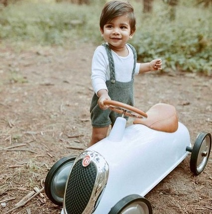 Thanks @seemarella for this photo : we love it ! ❤️We are glad to see that little pilots are enjoying the #forest and the beautiful #autumn colours 🍁😍👏🏻 We hope you've picked some mushrooms😉!! #baghera #vintagecar #forestkids #babybirthdaygift #kidsgiftideas