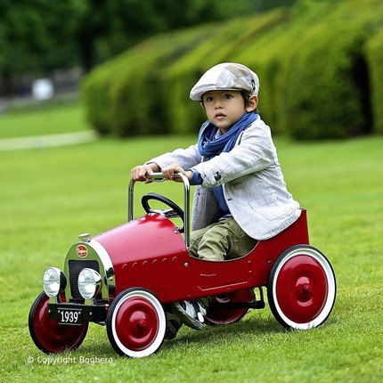 🥳Finally back in stock🥳 Discover our classic pedal cars. From 3 y.o., they exist in Blue, Red, White and Green🏎🎁 #bagheracar #vintagetoys #kidsgiftideas #jouetenfant