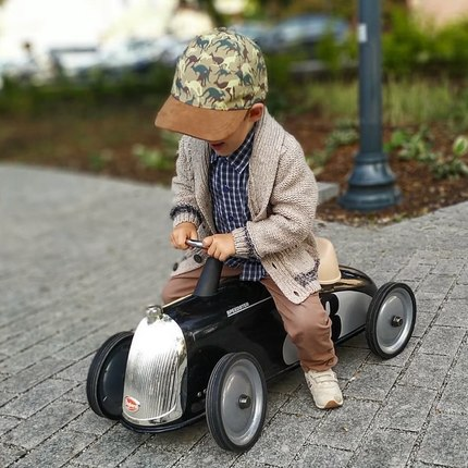 @hektor.i.parys thanks for this lovely outside photo with the Rider Black - thanks to its big wheels. It's perfect to drive on any kind of road ☺️ from 2 years old #babygiftideas #kidsgiftideas #cadeauenfant #bagheracar #vintagetoys