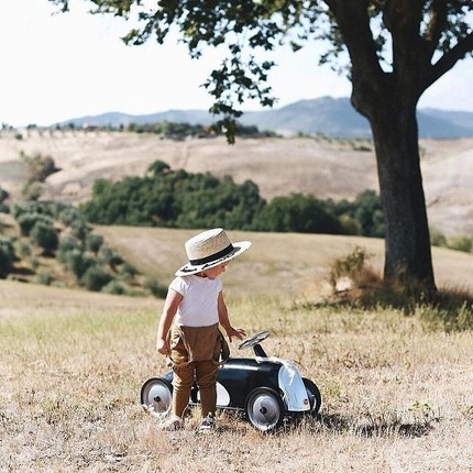Waiting for the beautiful days to return ☀️👶🏎 Thanks @most703 for this beautiful photo 👏🏻 #instatoys #toystagram #babyshowergiftideas #vintagetoys #baghera #cadeaubébé