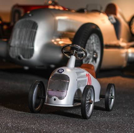 Discover our new collaboration with @Mercedes-Benz 🥳🎁 From 2 years old 😊 it's in stock and ready to be shipped 🏎 📷@emilykornya 👌🏼 #christmasgifts #vintagetoys #kidsgiftideas #toystagram  #baghera